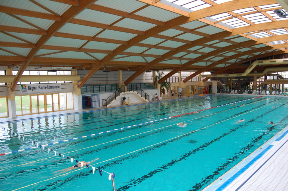 Piscine De Grand Couronne Il Filme Avec Son T L Phone La