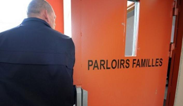Prison de Rouen : elle cache dans son soutien gorge cinq téléphones et de la viande...