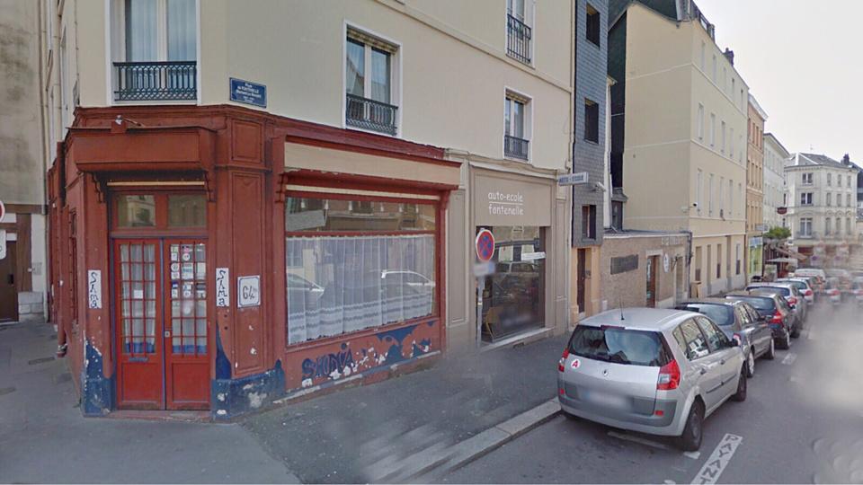 La vitrine du restaurant associatif SHMA, situé à l'angle des Rues des Bons Enfants et de Fontenelle, à Rouen, a volé en éclats (Illustration)