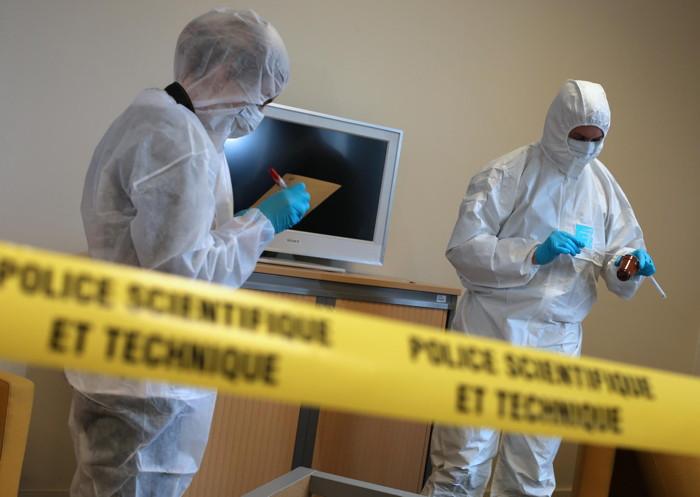 Les investigations réalisées sur les lieux du braquage par les hommes de la police technique et scientifique pourraient permettre aux enquêteurs de remonter une piste (Illustration)