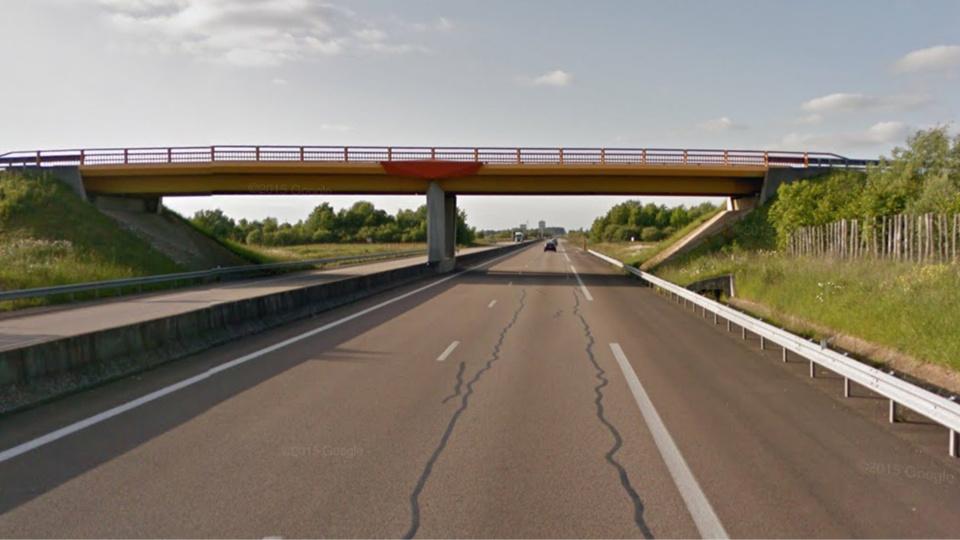 L'homme aurait sauté d'un pont enjambant la voie rapide à hauteur de Chavigny-Bailleul (illustration)