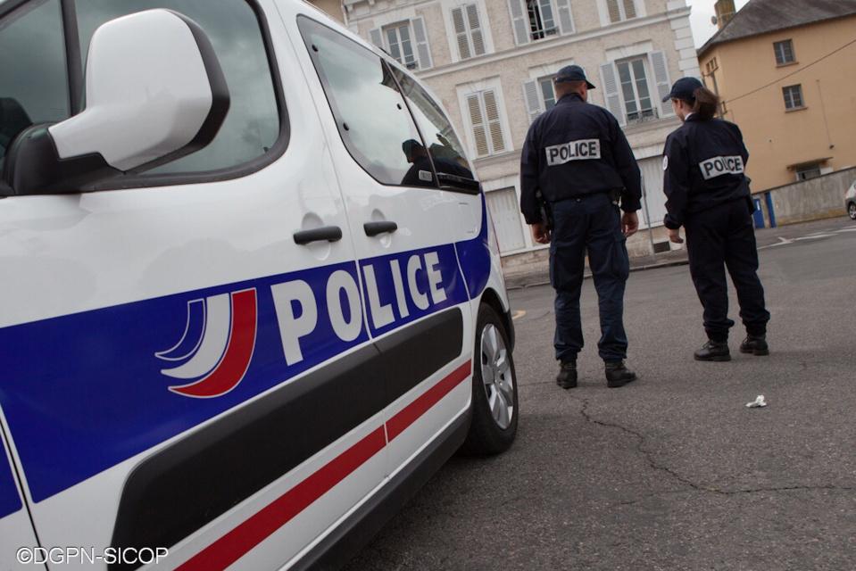 Bougival : deux jeunes de 15 ans dépouillent leur victime de son argent