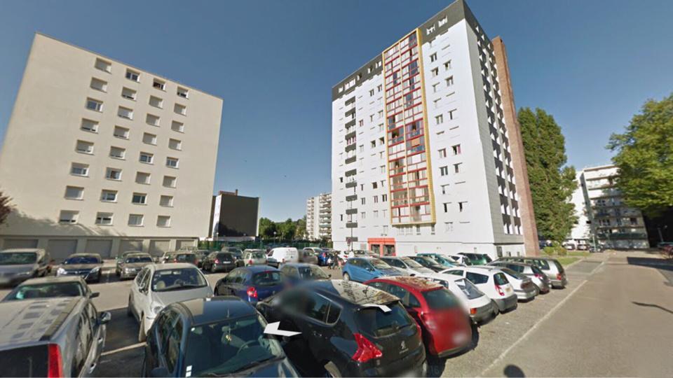 Maromme : elle enjambe le balcon et saute du 7ème étage