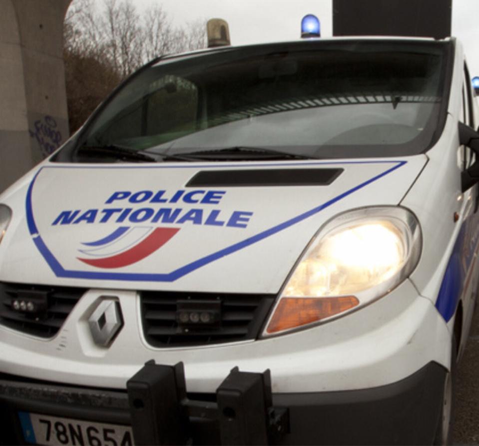 Les Mureaux : un véhicule de police endommagé par un jet de projectile lors d'une intervention