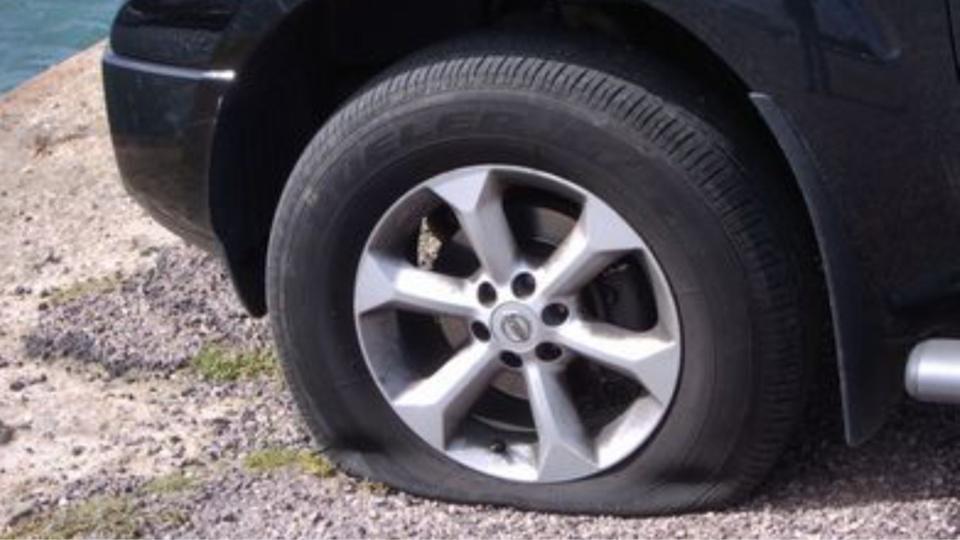 Conflans-Sainte-Honorine : les pneus de dix-huit véhicules crevés