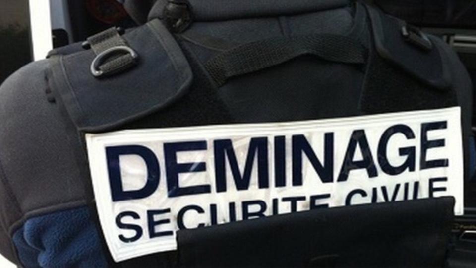 Intervention des démineurs sur un parking d'EADS aux Mureaux pour un sac suspect