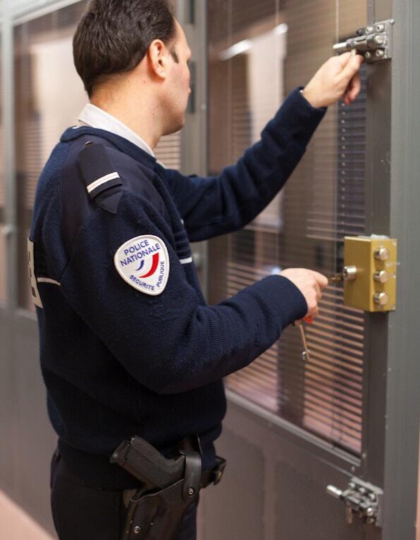 L'un des voisins a été placé en garde à vue pour menaces avec arme (illustration)