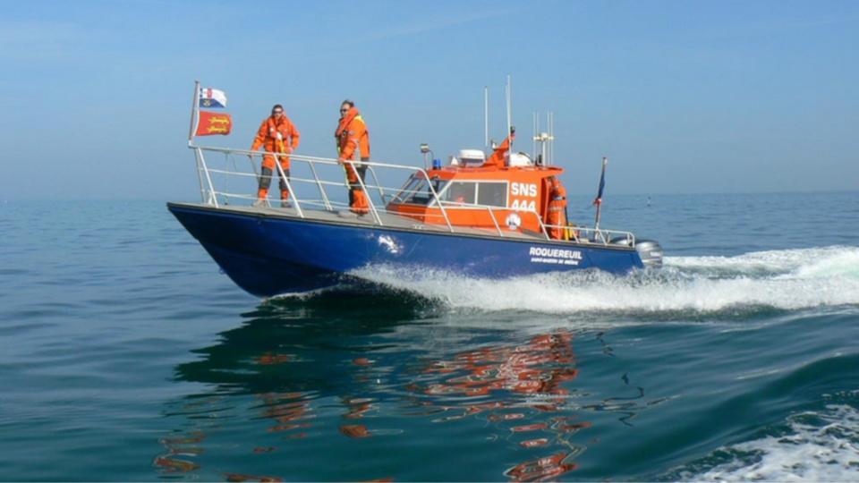 Deux plaisanciers en difficulté secourus par les sauveteurs en mer au large de Courseulles