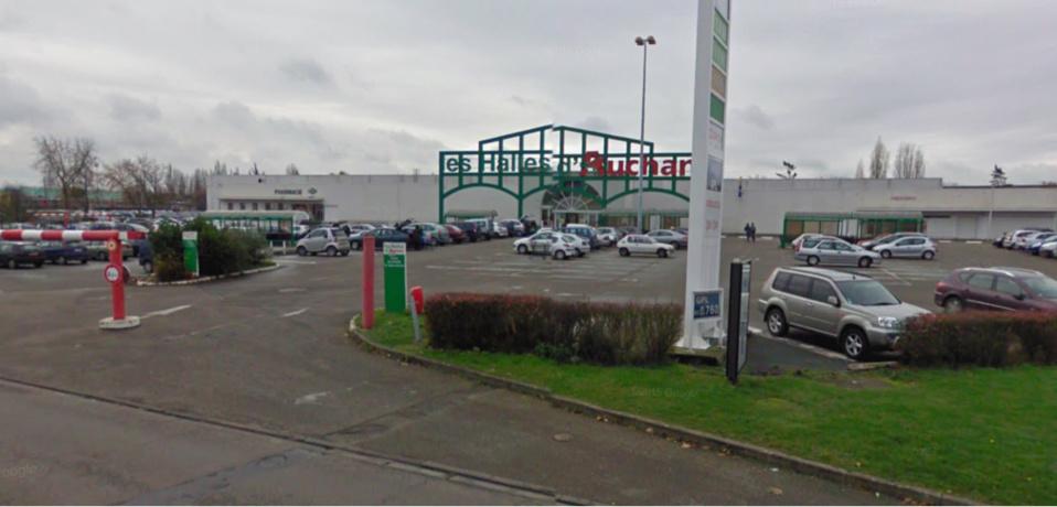 Les faits se sont produits sur le parking du centre commercial Auchan City (illustration)