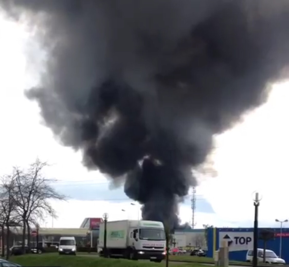 Une dizaine de véhicules détruits dans l'incendie d'une casse à Gonfreville-l'Orcher