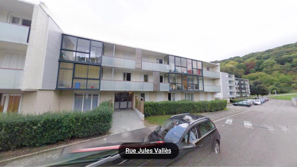 Nora B. habitait dans l'immeuble les Bégonias au 4, rue Jules Vallès. Son cadavre a été découvert dans le cagibi de son appartement (illustration)
