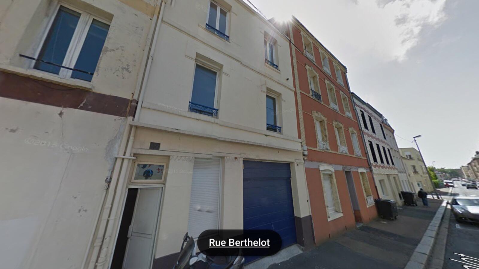 La mère de famille habite au 2ème étage de ce petit immeuble au 40, rue Berthelot (illustration)