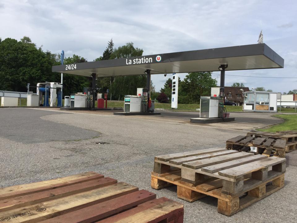 Dans l'Eure, 1 station sur 5 est fermée selon la préfecture, comme ici à Pacy-sur-Eure (@infonormandie)