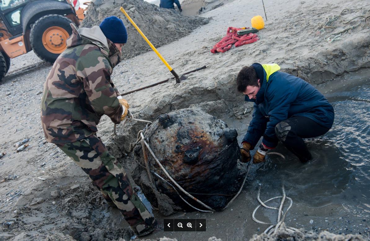 Les plongeurs-démineurs lors d'une récente opération de déminage sur une plage normande (@Marine nationale)
