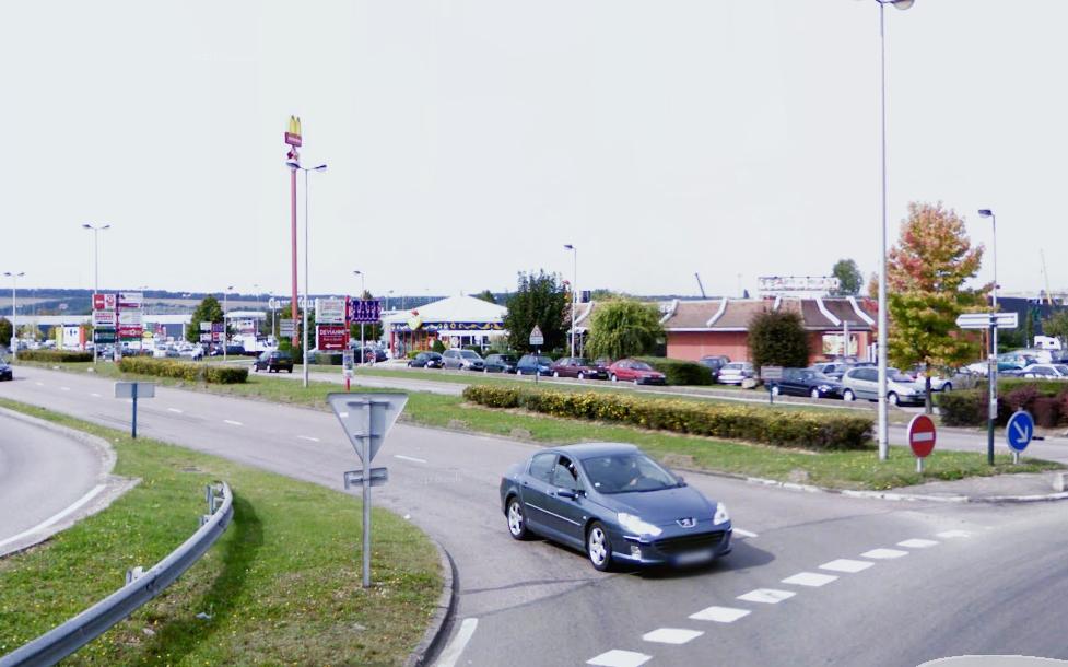 Plusieurs boutiques du centre commercial ont été victimes de l'équipe de voleurs (Illustration)