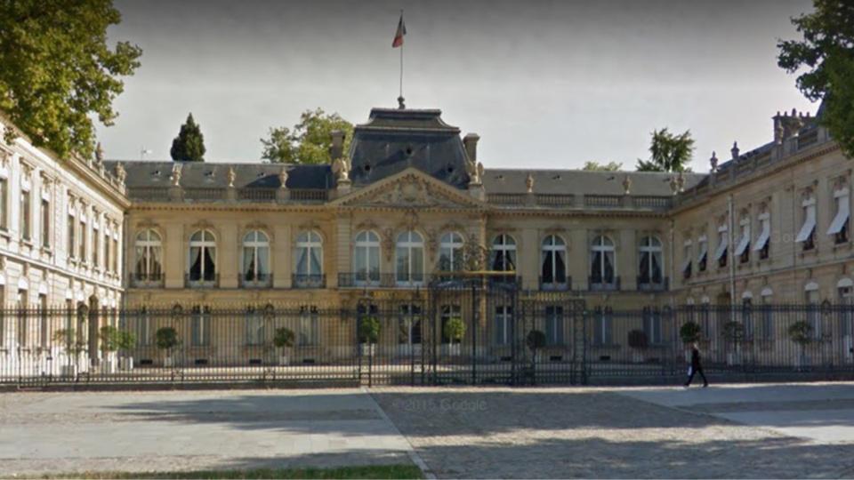 L'entrée d'honneur de la préfecture des Yvelines, avenue de Paris (illustration)