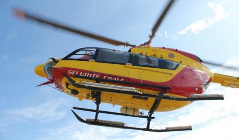 Le blessé âgé de 44 ans a été hélitreuillé à bord de Dragon 50 pour être évacué vers l'hôpital de Saint-Lô (Photo@DR)