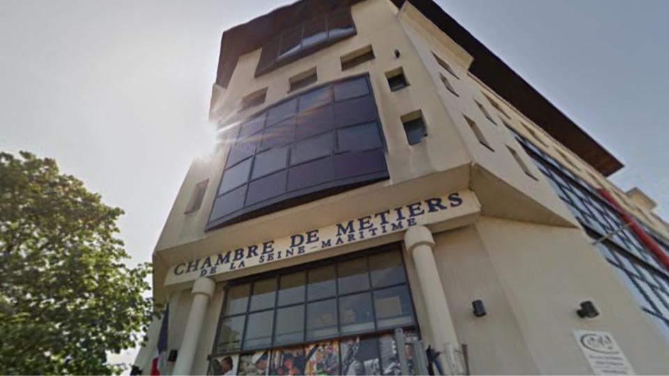 L'homme menacçait de se jeter dans le vide depuis le toit de l'organisme consulaire (Illustration)