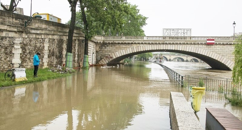 Par endroit à Paris les voies sur berges sont submergées par les eaux de la Seine (Photo@François Crunberg/Mairie de Paris)
