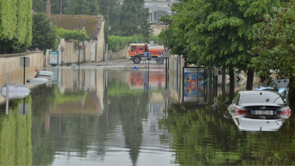 Crue et inondations : la boucle d'Elbeuf en Seine-Maritime placée en vigilance rouge