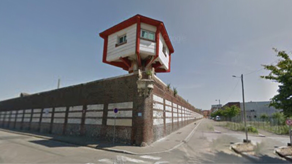En poste dans ce mirador rue aux Anglais, le surveillant a remarqué l'étrange manège du jeune homme et a prévenu la police (Illustration)