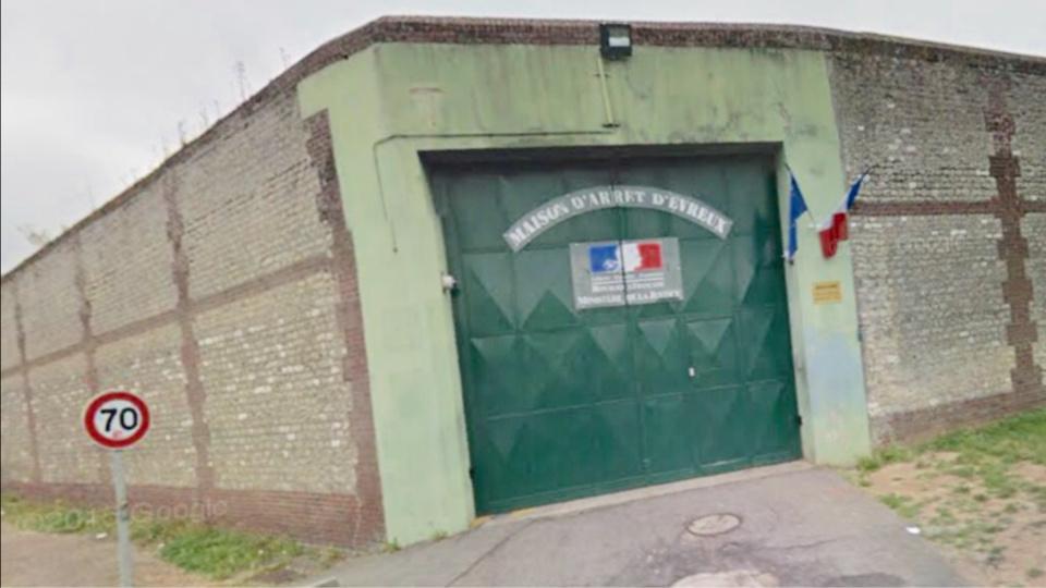 """Évreux : les auteurs de """"parachutages"""" interpellés au pied du mur d'enceinte de la prison"""