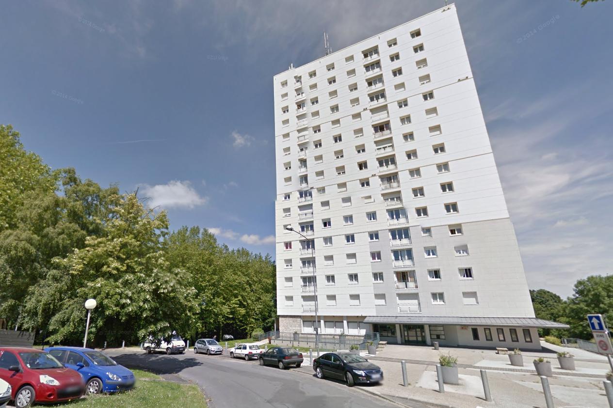 La femme est tombée du 7ème étage de l'immeuble où elle habitait 2, rue Molière à Canteleu (Illustration)