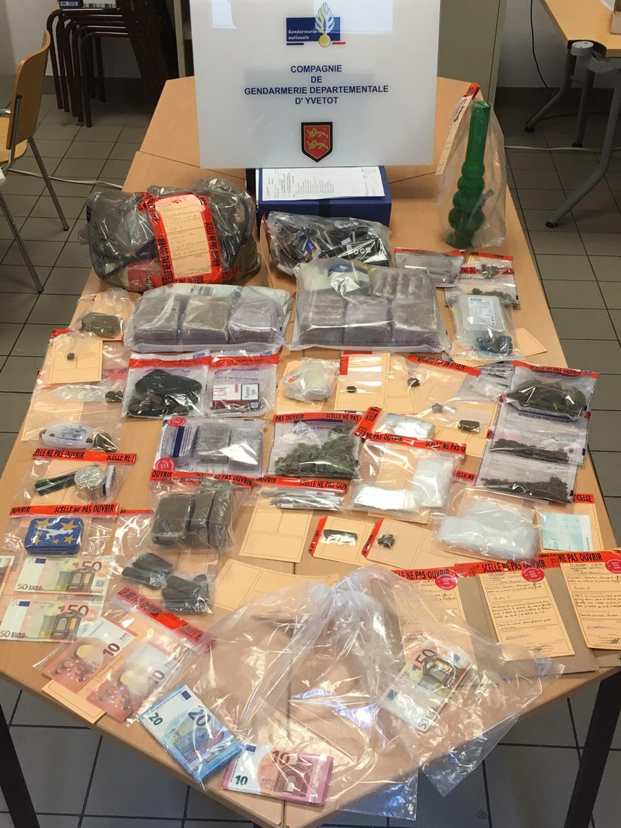 Un réseau de drogue démantelé à Barentin : 13 personnes interpellées en Seine-Maritime