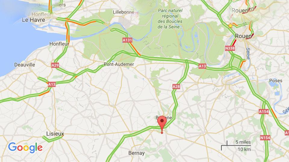 Dans l'Eure, la voiture se déporte  et s'encastre sous un camion : le conducteur de 63 ans est tué