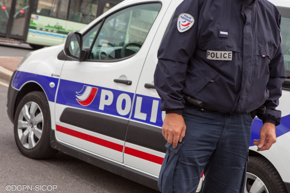 Une quarantaine de policiers sont intervenus pour déloger les migrants installés illégalement sur des terrains de la CCI (Illustration@DGPN)
