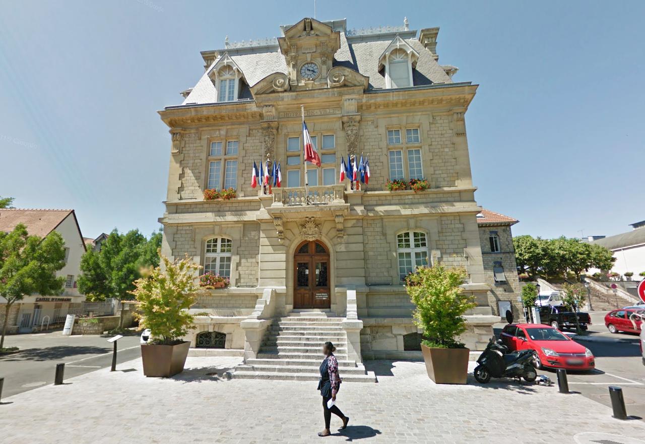 Un rassemblement est prévu lundi 4 juillet à 20 heures devant l'hôtel de ville de Conflans. A cette occasion, une minute de silence sera observée en hommage à l'ancien maire de la ville