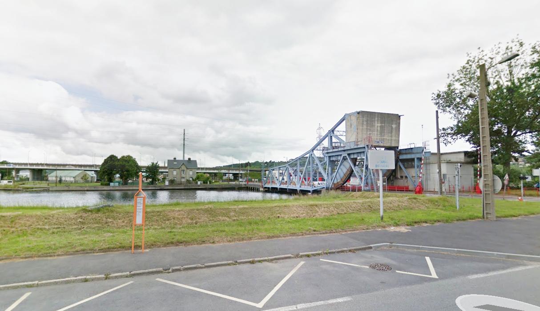 Les jeunes gens jouaient au ballon en bordre du Canal de Tancarville, près du pont 8, lorsque le drame s'est produit (Illustration@Google Maps)