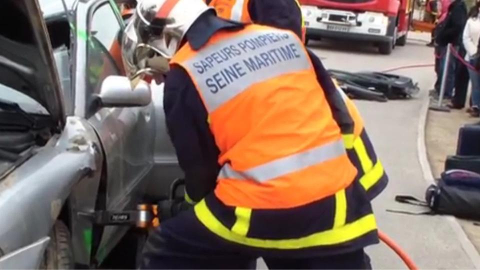 Les pompiers ont dû désincarcérer une femme grièvement blessée (illustration)