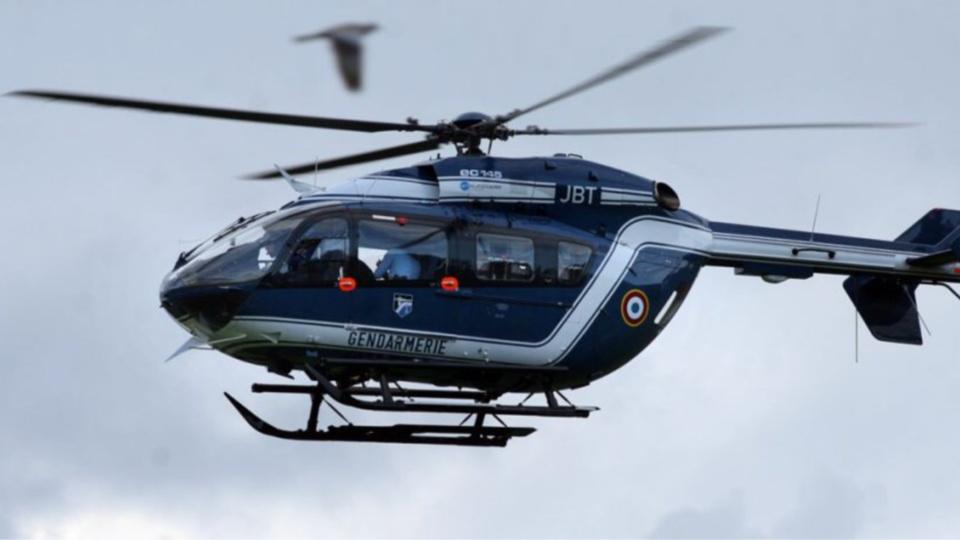 Un hélicoptère de la gendarmerie participe aux recherches du chauffard qui a fauché un gendarme (illustration)