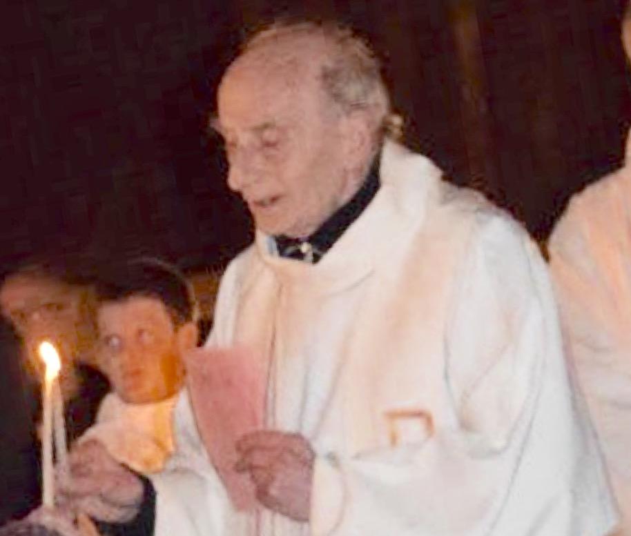 Jacques Hamel a été assassiné alors qu'il célébrait la messe matinale (photo@radionotredame/Twitter)