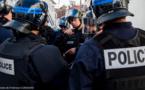 Sartrouville : feux de poubelles et de voitures, les policiers attaqués par une quarantaine d'individus