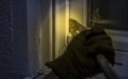 Les individus ont forcé une porte vitrée avant d'être surpris - Illustration