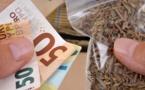 2 kg d'herbe de cannabis et 11 000€ en petites coupures ont été saisis au domicile du fournisseur, lors de la perquisition - Illustration © iStock