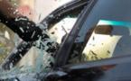 La vitre de la camionnette a volé en éclats - illustration