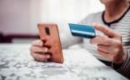 Les faux agents EDF prétextaient venir pour régulariser une facture. Ils photographiaient la carte bancaire avant de réclamer à la victime son code secret - Illustration © iStock