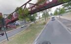 Val-de-Reuil : un véhicule de police attaqué avec une bouche d'égout lancée d'une passerelle
