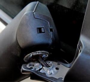 Les rétroviseurs de trois véhicules ont été arrachés - Illustration