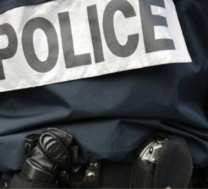 Les policiers tentent de négocier avec le forcené - Illustration