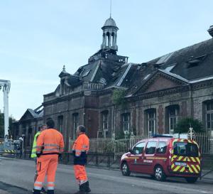Ce matin, les sapeurs-pompiers étaient toujours sur place pour procéder à des opérations de déblaiement - Photo @ Nicolas C. / infonormandie