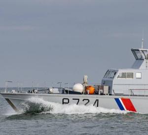 L'infortuné nageur a été récupéré à bord de la vedette côtière de la gendarmerie maritime - illustration © Prémar