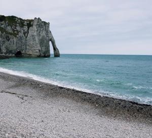 Seine-Maritime : un corps sans vie retrouvé en pied de falaise ce soir à Étretat