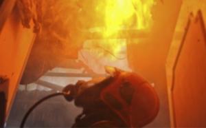 Seine-Maritime : deux sapeurs-pompiers blessés en traversant le plancher de la maison en feu