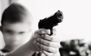 L'adolescent a pointé son arme sur la conductrice et  s'est installé au volant de son véhicule (Illustration @ Pixabay)