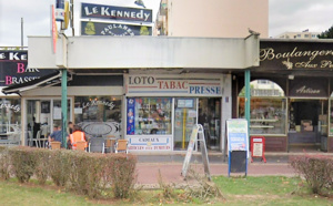 """Le rideau métallique et la vitrine du tabac-presse-loto """"La Civette"""" a été défoncée à l'aide d'une voiture-bélier  -Illustration © Google Maps"""