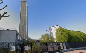 La tour des Archives à Rouen illuminée en hommage aux treize soldats tués au Mali